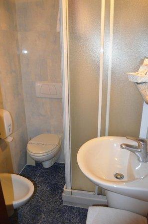 Hotel Canal: Bathroom