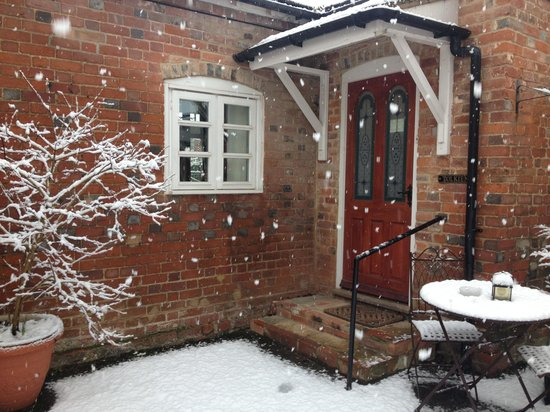 Chilton, UK: Tolkien cottage in the snow