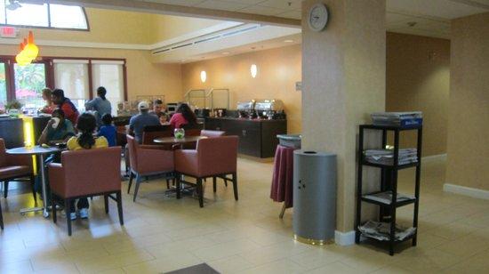 Residence Inn San Diego Downtown: Breakfast Buffet