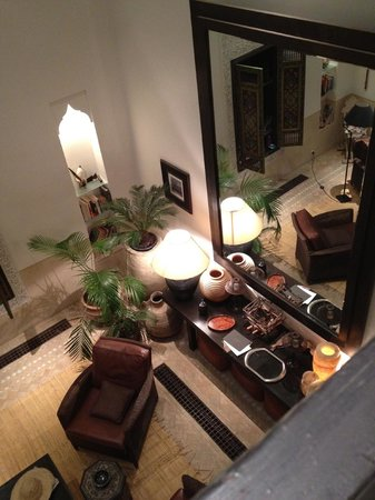 Dar Housnia: Looking down at the living room from one of the bedrooms