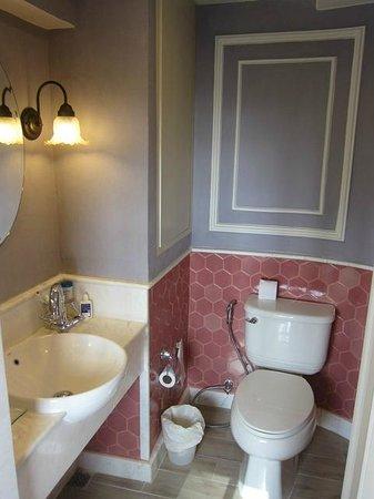 ساليل هوتل سوكومفت سوي 11: The Bathroom (again)