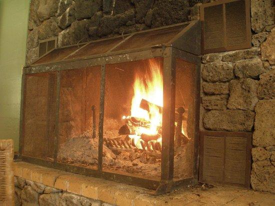 Kokee Lodge: fireplace in main room