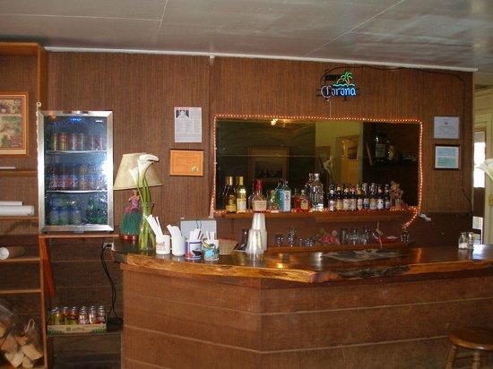 Kokee Lodge: bar area in main building