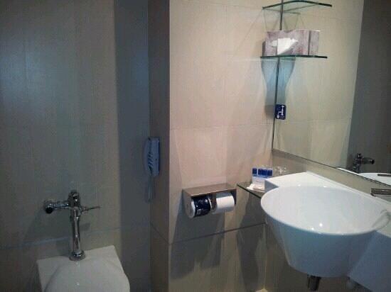 Imperial Restaurant: Bathroom