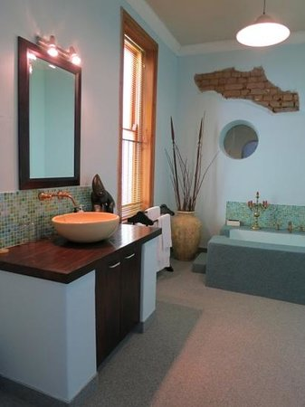 Romney Lodge: Suite Bathroom