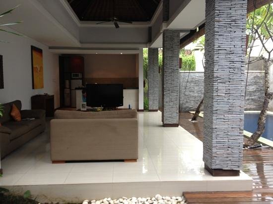 The Wolas Villas & Spa: dinning & living area
