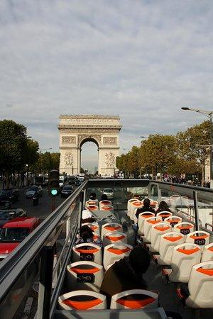 Foxity Bus Tours : Vue Arc Triomphe