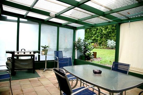 Kerikeri Holiday Cottages - Ragdoll & Black Cat: conservatory