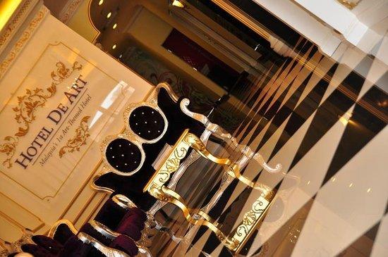 Hotel de Art: Luxurious lobby
