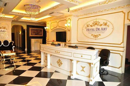 Hotel de Art: Our Victorian inspired Lobby area