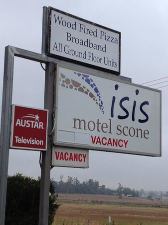 Isis Motel Scone : Sign on New England Highway