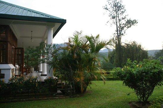 Ceylon Tea Trails - Relais & Chateaux: Rear terrace