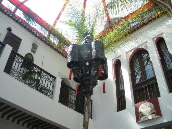Riad La Porte Rouge: Inside Courtyard