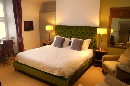 Browns Hotel Dartmouth : Spacious room