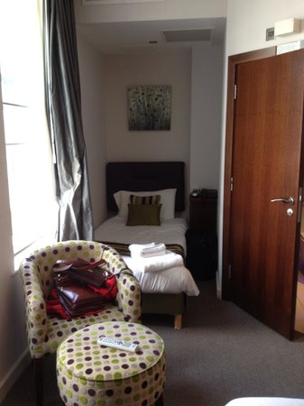BEST WESTERN Seraphine Kensington Olympia Hotel: Single tucked away nicely