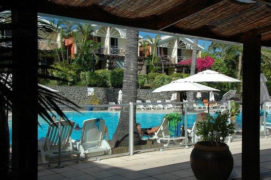 Vue piscine du petit salon fotograf a de r sidence l for Archipel piscine castres