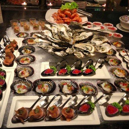 Ramada Jumeirah: Ужин по четвергам