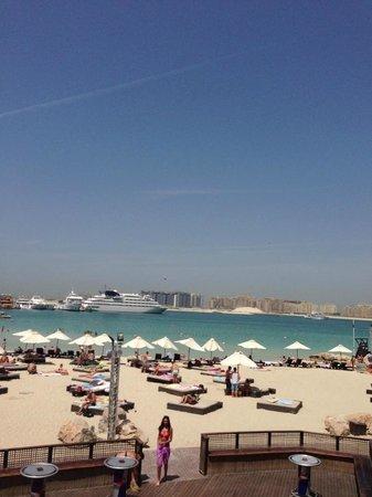 Ramada Jumeirah: Пляж Барасти!