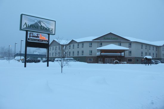 La Quinta Inn & Suites Fairbanks: Hotel grounds