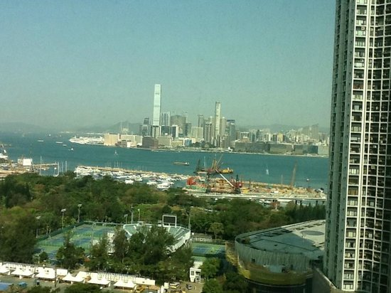 Metropark Hotel Causeway Bay Hong Kong: View from our room towards the Victoria harbor