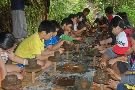 Kaliandra Eco Resort & Farm: At pottery making. Flabbergasted to see out kids gets their hands 'dirty.'