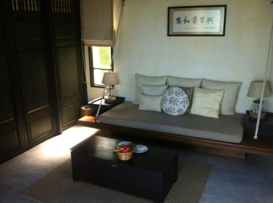 Anantara Lawana Koh Samui Resort: lounge area in pool villa suite