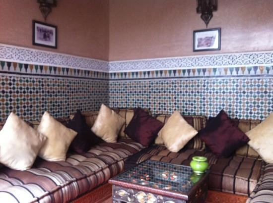 Riad Elnoujoum : lounge area