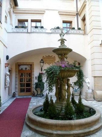 Alchymist Grand Hotel & Spa: courtyard