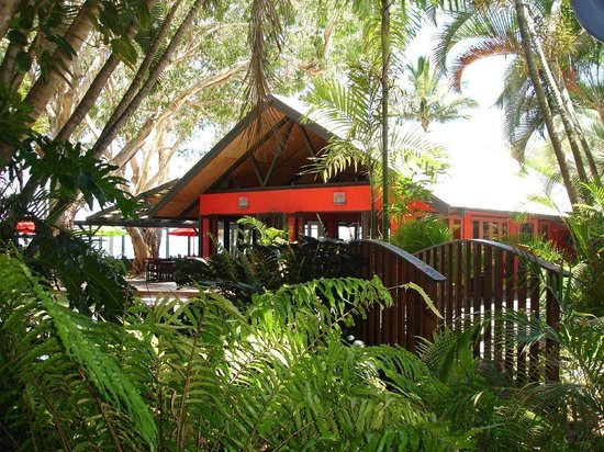 Turtle Cove Beach Resort: Sand Bar Restaurant