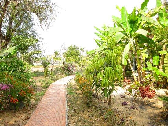 Battambang Resort: Gardens