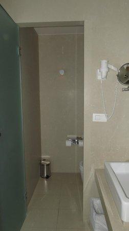 โรงแรมริซอส ลิเบอร์ตัส: Salle de bain