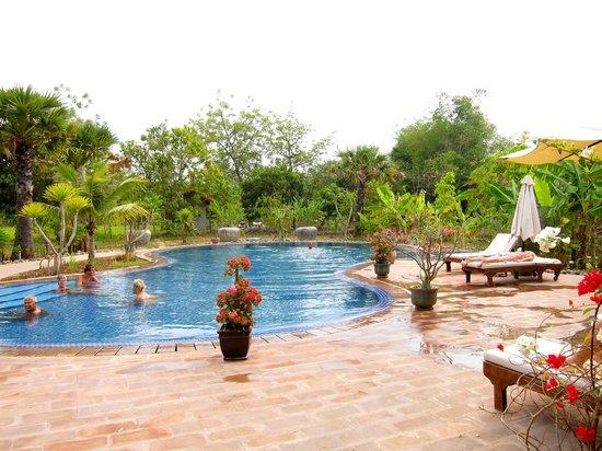 Battambang Resort: Pool