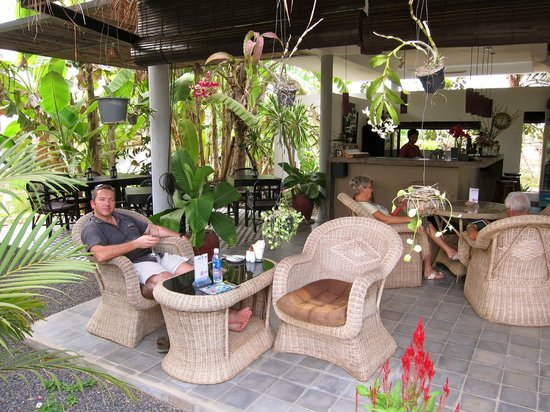 Battambang Resort: The bar area