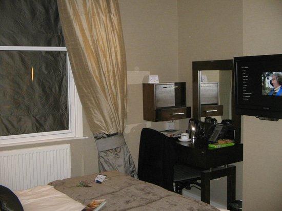 Grange Langham Court: Hotel Room