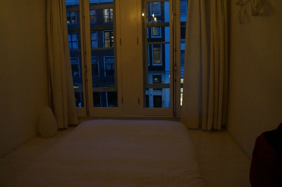 B & B 1680: the room
