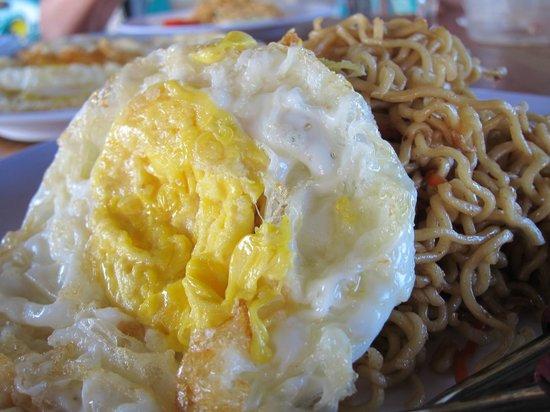 Loola Adventure Resort: Mee Goreng with egg