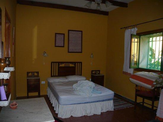 Casa El Zumacal: Schlafzimmer gelb