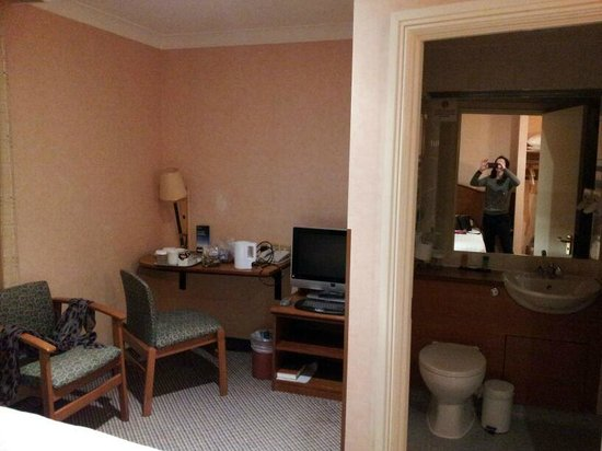 The Hog's Back Hotel & Spa Farnham : Room