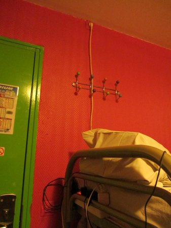 Aloha Hostel: La seule prise de la chambre