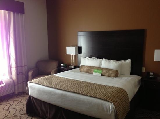 La Quinta Inn & Suites Marshall: comfortable bed