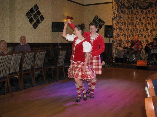 Highland Hotel: Evening entertainment; exhibition Highland dancing.