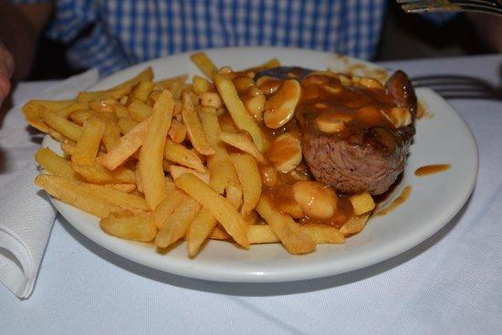 Bar Lagoa: filet mignon with fries