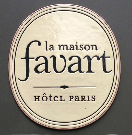 La Maison Favart : The sign of the hotel