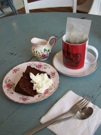 SkyBlueRed Studio: Home-made cakes and soup, sandwiches and panini all made on site.. Leaf tea and vintage china..