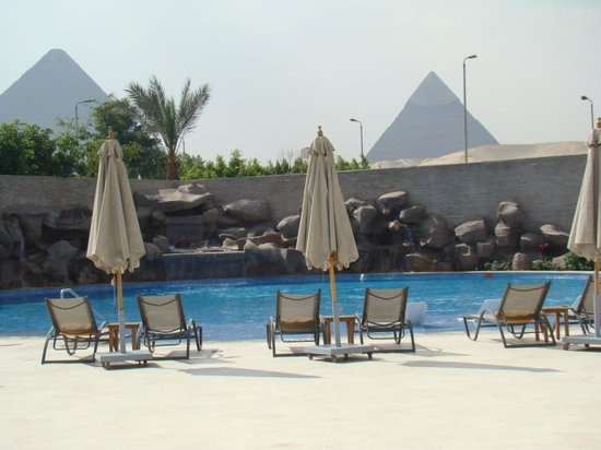 Le Meridien Pyramids Hotel & Spa: The Swimming Pool area gives you a view of the pyramids