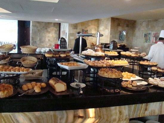 Le Meridien Pyramids Hotel & Spa : Food - Feast for the eyes