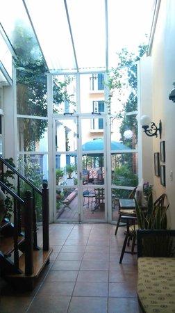 Casa Do Manequinho Hotel: vista do jardim interno
