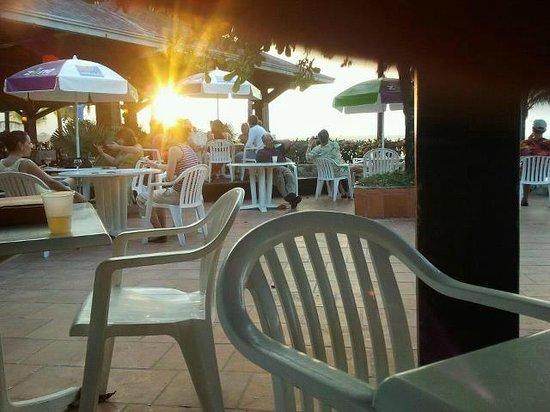 Grand Paradise Playa Dorada: belle vu du bar ;) avec le soleil couchant