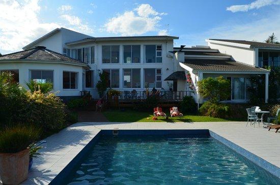 Cintsa Lodge: Poolview to the Mainhouse