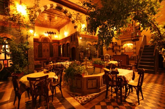 Al Zaetona Hotel: Patio in beautiful Arab style